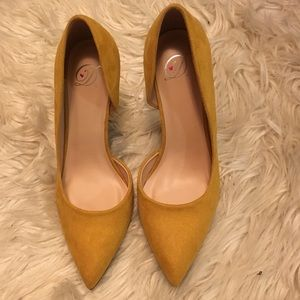 Yellow heels size 8 BRAND NEW
